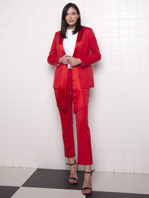 деловой женский костюм красный