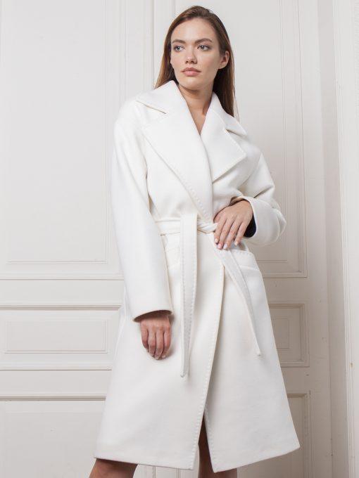 женское пальто белого цвета